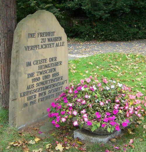Коммуна Херлесхаузен. Памятник в честь возвращения последних немецких военнопленных в 1955 году.