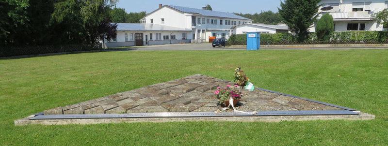 Вевельсбург. Памятный знак на месте концлагеря «Niederhagen», в котором погибло 1 285 заключенных.
