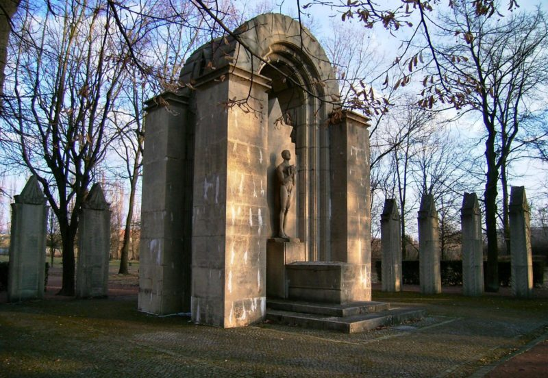г. Дессау. Памятник немецким солдатам, погибшим в годы обеих мировых войн.