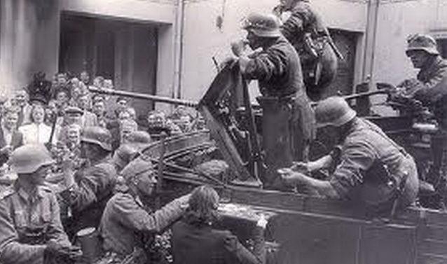 Немецкие войска входят в Ригу. Июль 1941 г.