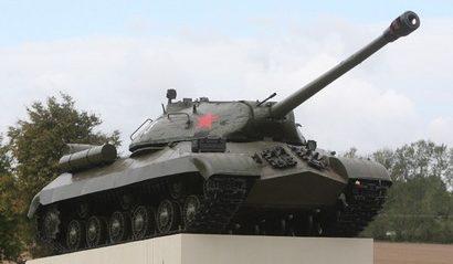 г. Волковыск. Памятник-танк ИС-3, установленный по улице Победы в 2012 году.