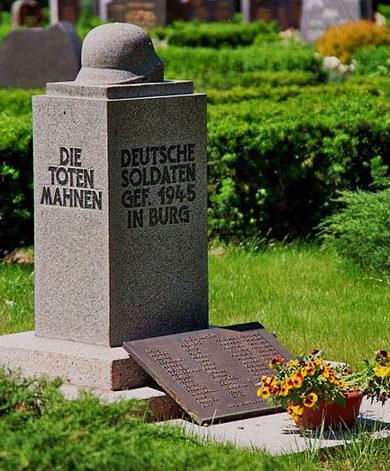 Коммуна Бург. Памятник, установленный на братской могиле, в которой похоронено 33 немецких воина.