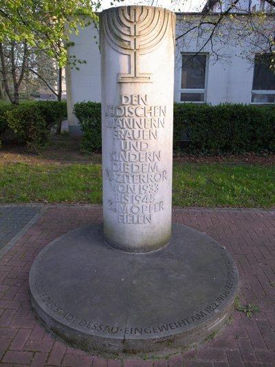 г. Дессау. Памятник на месте снесенной синагоги, посвященный жертвам Холокоста.