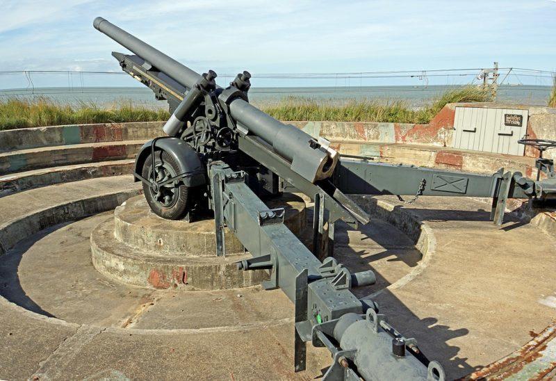 Позиция 120-мм орудия.