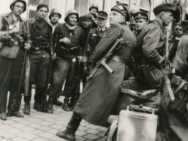 Солдаты РОА в Праге. Май 1945 г.