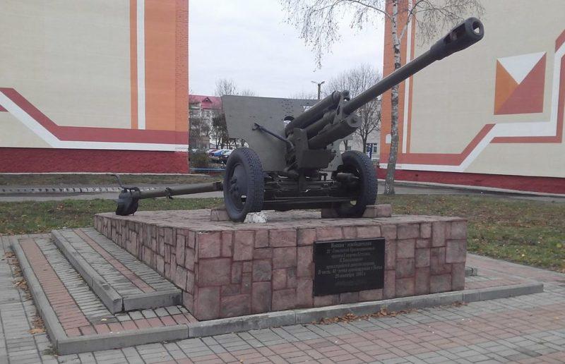 г. Ветка. Памятник-пушка в честь освободителей города.
