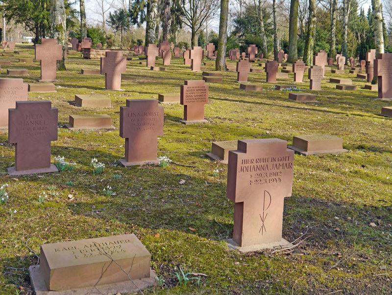 Братские могилы погибших в годы войны.