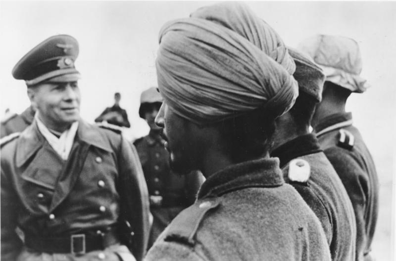 Генерал-фельдмаршал Роммель инспектирует войска. Февраль 1944 года.