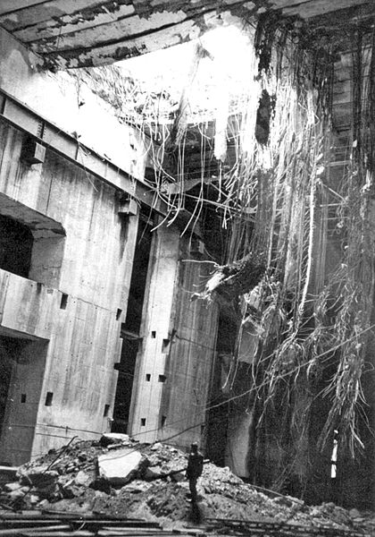 Повреждения бункера «Valentin» бомбой Диснея.