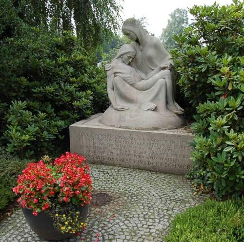 г. Бремен коммуна Энсе. Памятник в честь 175 земляков, погибших в годы Второй мировой войны.