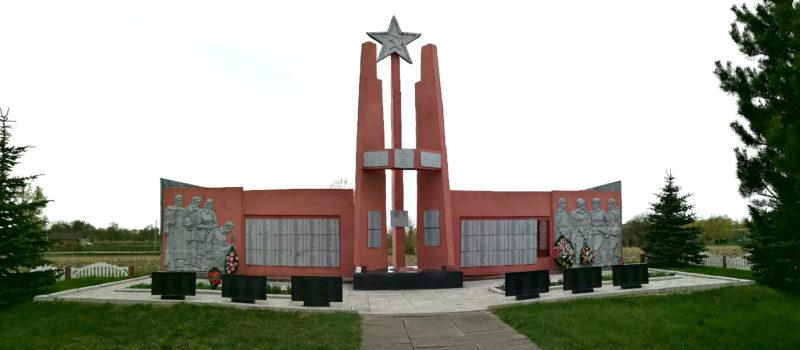 с. Новоселки Ветковского р-на. Памятник советским воинам, погибшим в годы войны.