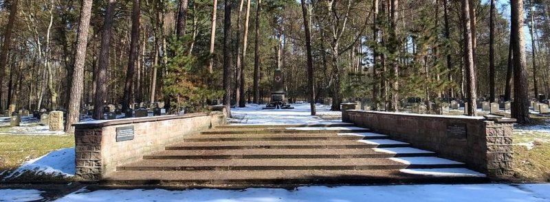 г. Дессау-Рослау. Советское военное кладбище, где захоронено 220 советских воинов.