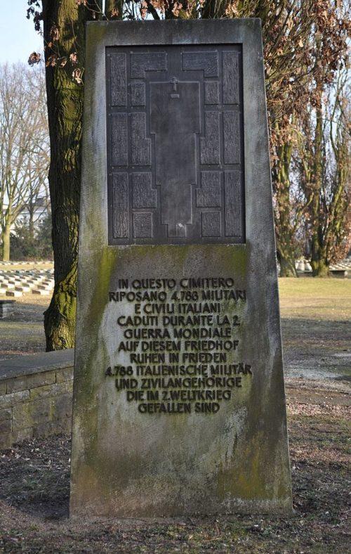 Обелиск в память погибших итальянцев.