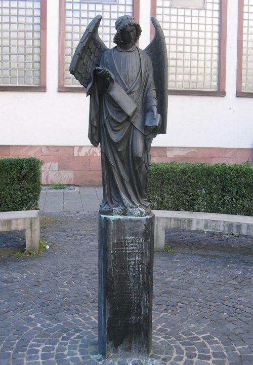 г. Франкфурт-на-Майне. Франкфуртский ангел – монумент в память о преследовании гомосексуалистов.
