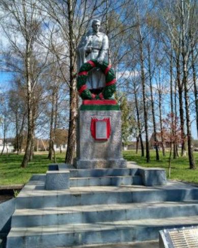 д. Изабелин Волковысского р-на. Памятник, установленный в 1965 году на братской могиле, в которой похоронено 253 советских воина, из них 225 неизвестных.