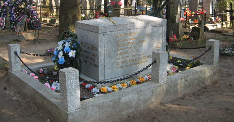 г. Лида. Братская могила 9 ксендзов на городском кладбище, расстрелянных нацистами в годы войны.