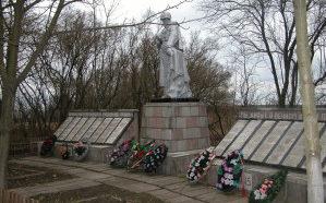 д. Хальч Ветковского р-на. Памятник советским воинам.
