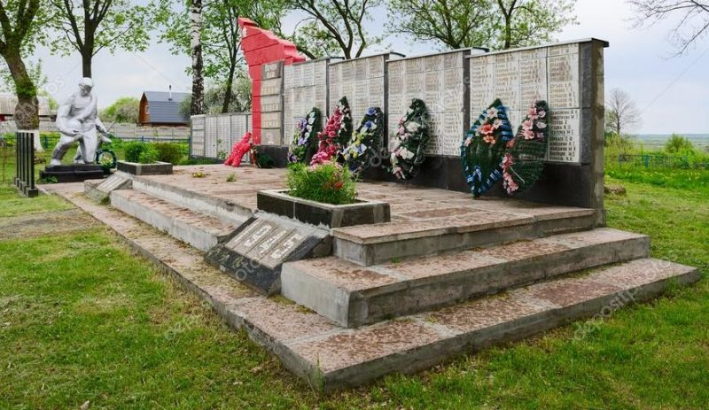 п. Шерстин Ветковского р-на. Памятник воинам, погибшим в годы войны.