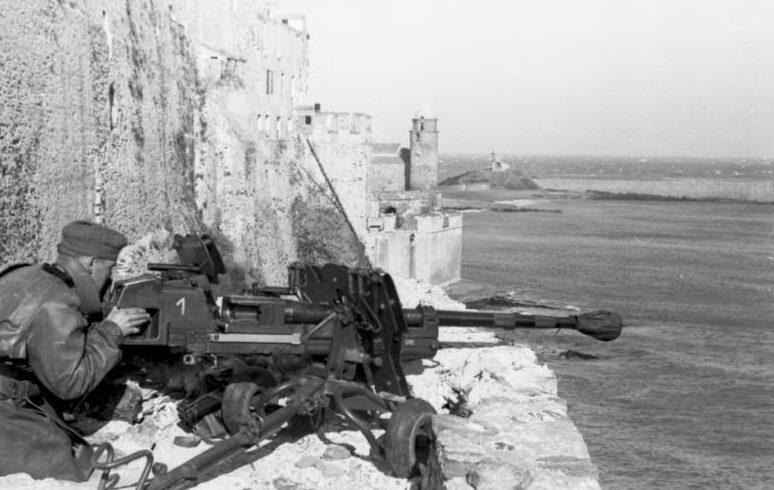 28-ммпротивотанковое орудие. Нормандия. 1942 г.