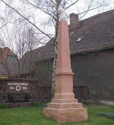 д. Дёльниц. Памятник землякам, погибшим в годы обеих мировых войн.
