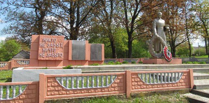 д. Низяны Волковысского р-на. Памятник советским воинам.