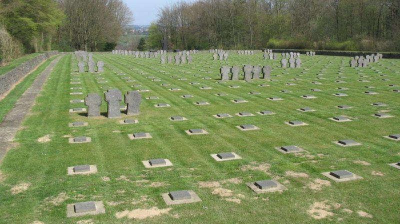 д. Воссенак. Военное кладбище, где похоронено 2 221 немецкий солдат.