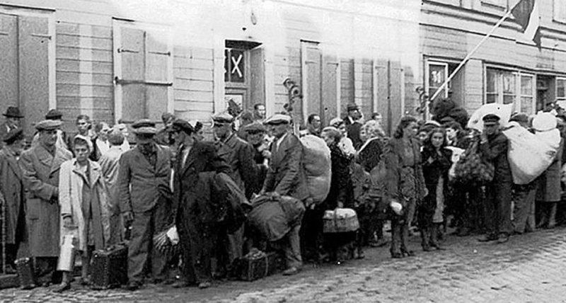 Возвращение беженцев в город. Июль 1941 г.