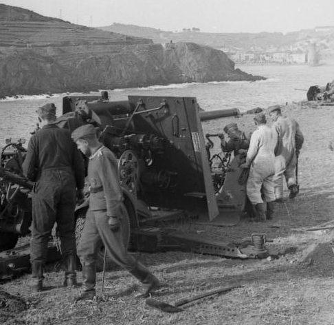 Зенитные орудия на побережье. Нормандия. 1942 г.