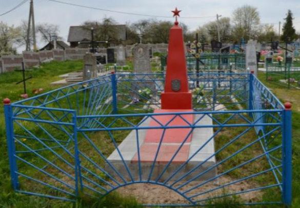 д. Подороск Волковысского р-на. Братская могила, в которой захоронено 7 неизвестных воинов.