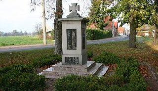 г. Какау. Памятник землякам, погибшим в годы обеих мировых войн.