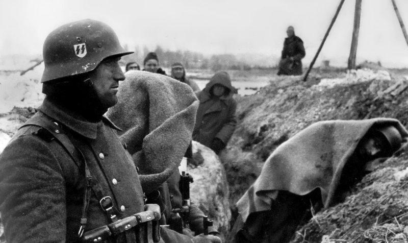 Солдаты дивизии в окопах у Нарвы. Февраль 1944 г.