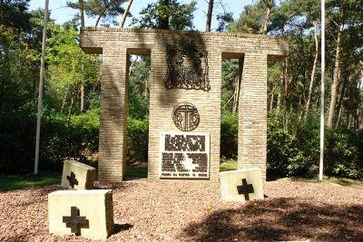 Коммуна Гангельт. Памятник на месте казни 7 бельгийских бойцов Сопротивления.