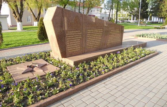 г. Лида. Памятник в честь воинов-освободителей по улице Советской был установлен в 1965 году у кинотеатра «Октябрь».