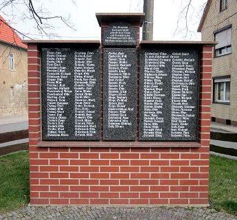 д. Лангенайхштедт. Памятник землякам, погибшим в годы обеих мировых войн.