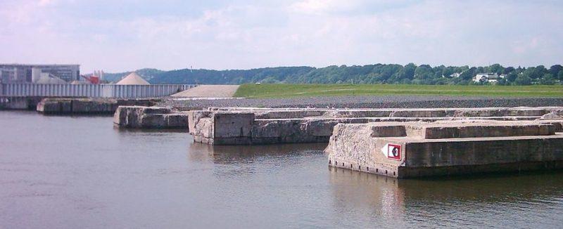 Остатки стен «пеналов» бункера сегодня.