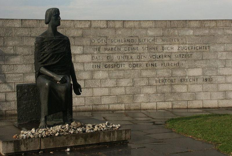 г. Магдебуг. Памятник «Скорбящей матери» на западном кладбище, где похоронены жертвы бомбардировок и погибшие немецкие солдаты.