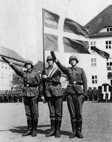 Солдаты корпуса СС приносят присягу.