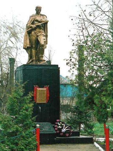 д. Поречье Лидского р-на. Памятник, установленный на братской могиле, в которой похоронено 14 советских воинов, из них 8 неизвестных.
