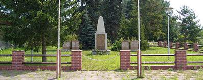 Муниципалитет Гросс-Кёрис. Памятник, установленный у братских могил, в которых похоронено 278 советских воинов.