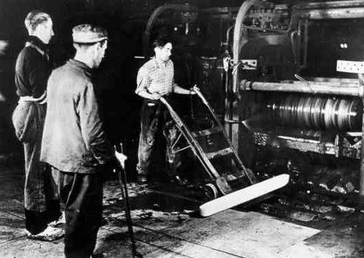 Чехи-рабочие на заводе «Сименс». 1943 г.