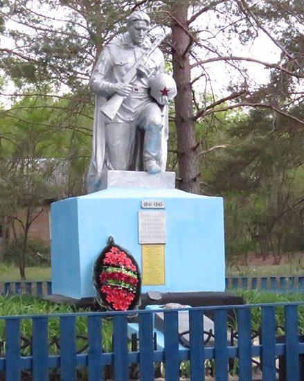 д. Довляды Наровлянского р-на. Памятник погибшим землякам в зоне отчуждения.