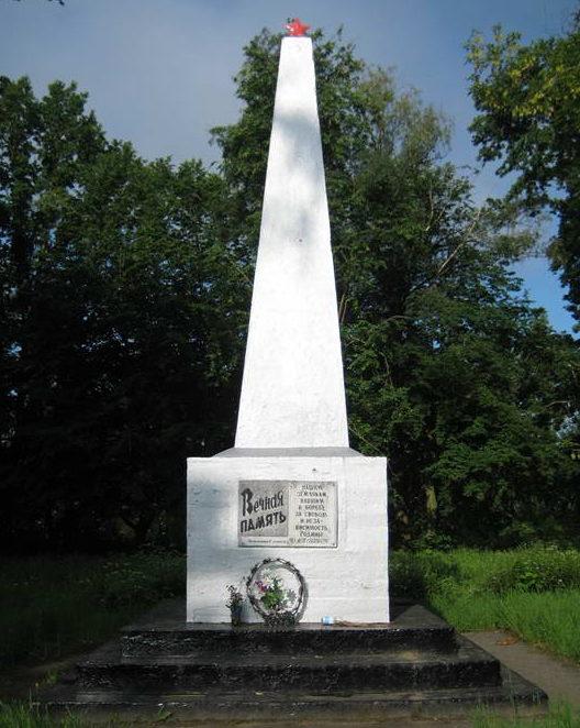 д. Глядовичи Мостовского р-на. Памятник 53 землякам, погибшим в годы войны.