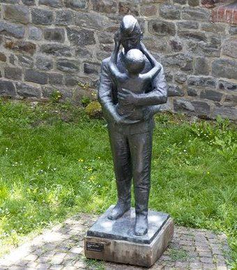 г. Магдебуг. Памятник «Солдат с ребенком».