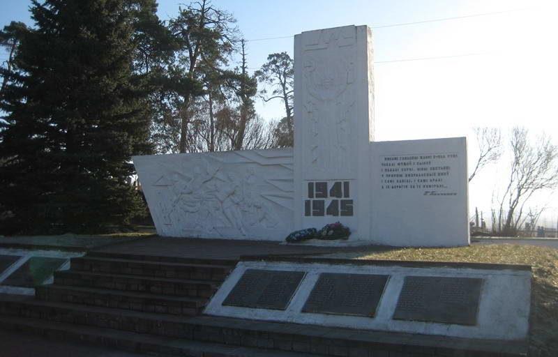 д. Гудевичи Мостовского р-на. Памятник 38 землякам, погибшим в годы войны.