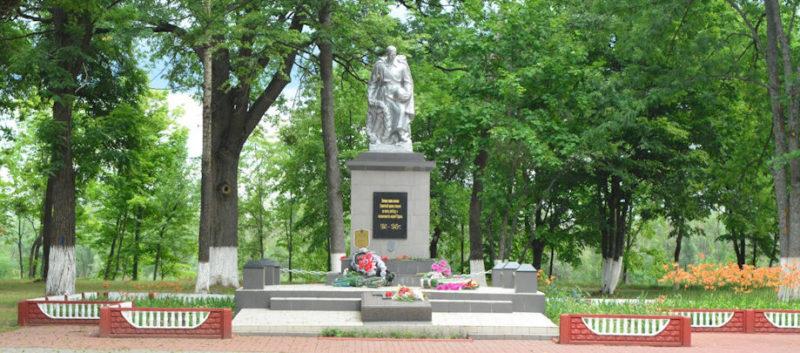 г. Наровля. Памятник освободителям города.