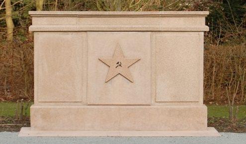 г. Магдебуг. Памятник на «Поле Организации Объединенных Наций», где похоронены 776 заключенных концлагерей, военнопленных и подневольных рабочих из 11 стран.