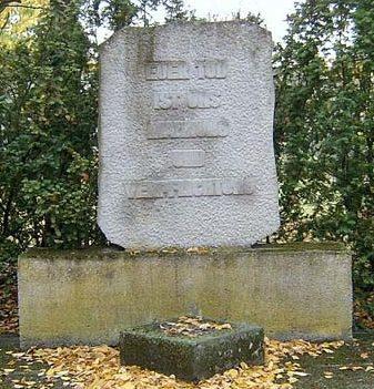 д. Гюльдендорф. Памятник на кладбище иностранных военнопленных и подневольных рабочих, которые погибли во время Второй мировой войны.