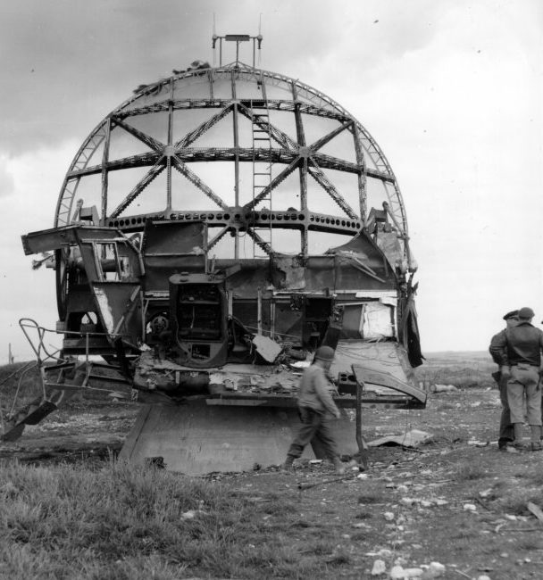 Радар FuMO 214 Würzburg-Riese на побережье. 1942 г.