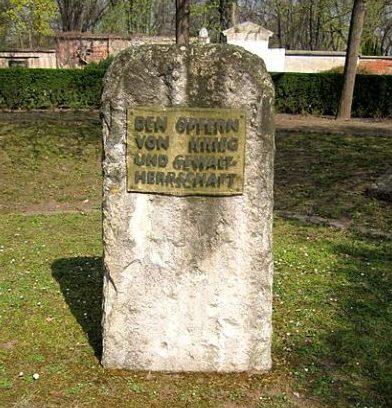 г. Мерзебург. Памятный знак жертвам бомбардировок.