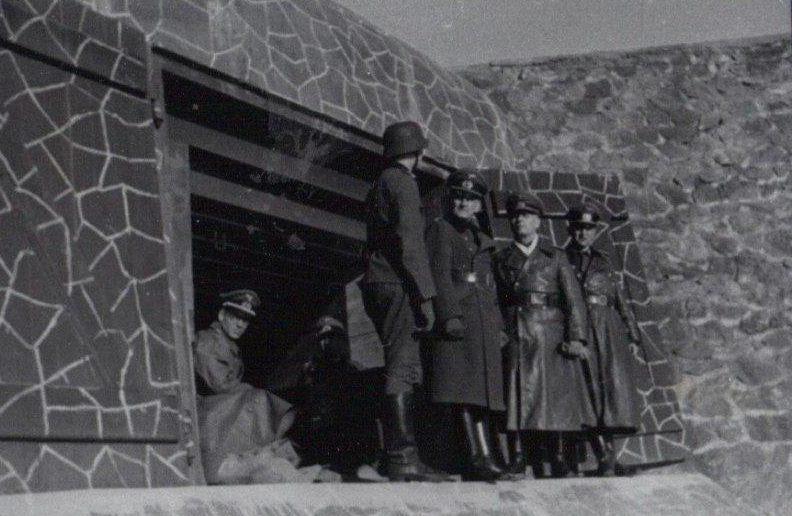 Роммель инспектирует крепость. 1944 г.
